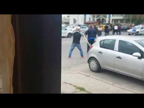 Download Bataie cu topoare, sabii si bate intre romii in centrul orasului Bascov din Arges