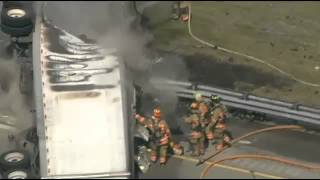 2 dead after tractor-trailer accident on Sawgrass Expressway