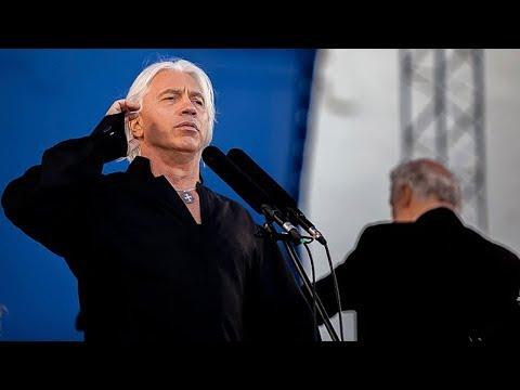 Дмитрий Хворостовский: «Я должен держать руку на пульсе и быть со всеми вместе…»