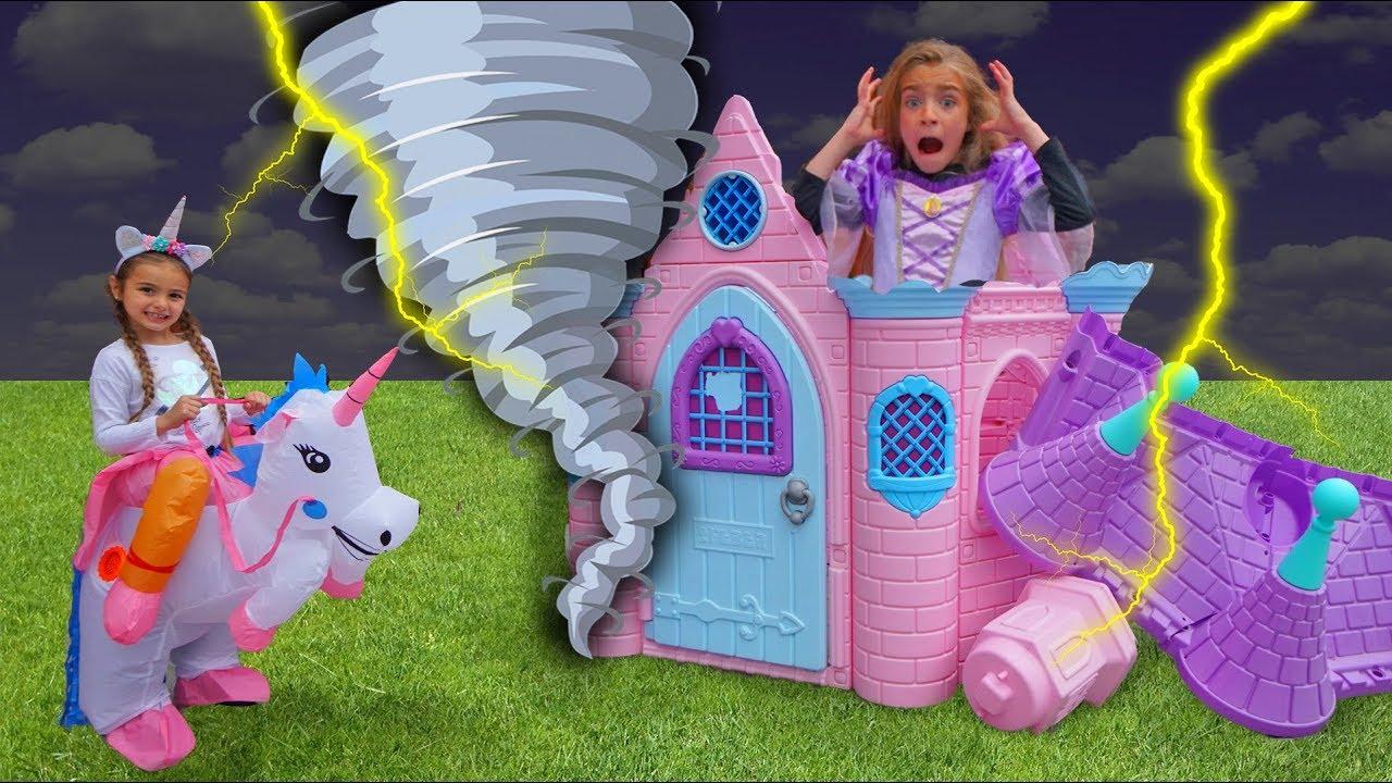Download Las Ratitas con su nueva casa de princesas se visten con vestidos