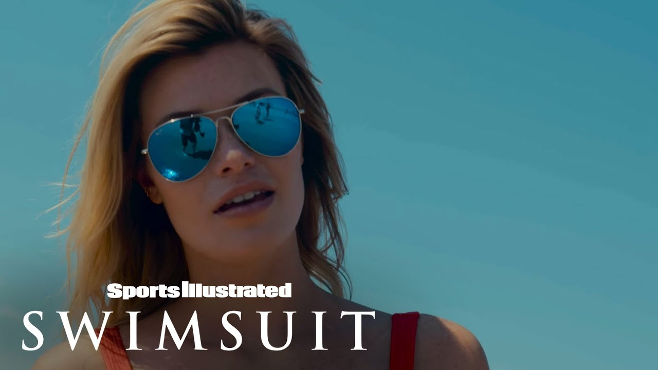 Samantha Hoopes in Slow Motion am Strand für Sports Illustrated Swimsuit