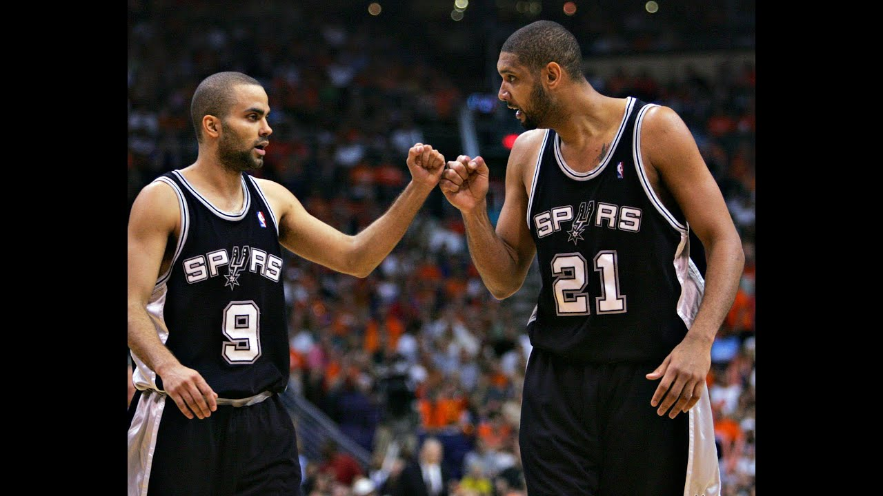 Spurs PG Tony Parker carried off court after apparent knee injury