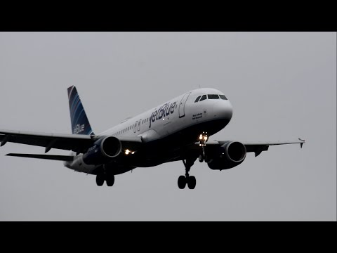 Plane Spotting LGA Airport New York with vortex