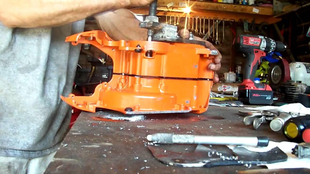 Splitting Husqvarna chainsaw crank case 385xp
