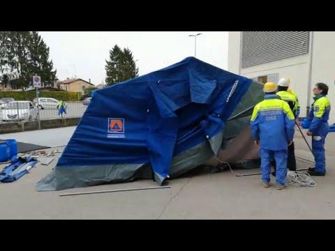 Coronavirus, la protezione civile monta le tende f...