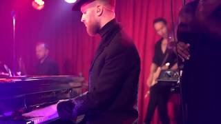 Hurts - Ready To Go (Live from Musik & Frieden Club)