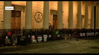 Incidentes frente a la Catedral de Buenos Aires después del paro de mujeres