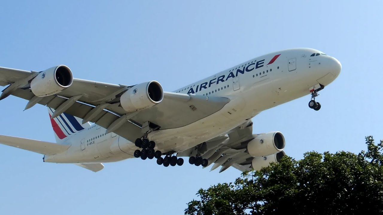 Air france airbus a380 800 f hpjc landing in lax youtube for A380 air france interieur