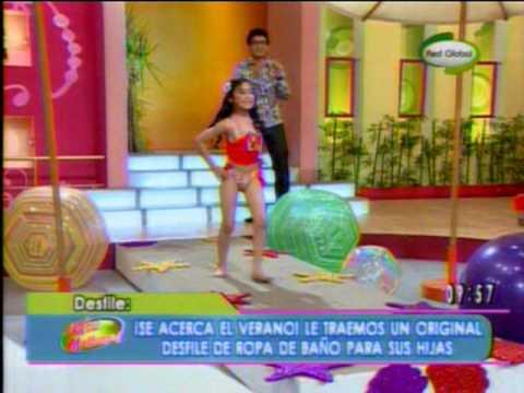 Camila modelando en ropa de ba o en que tal ma ana 13 11 for Ropa de bano infantil