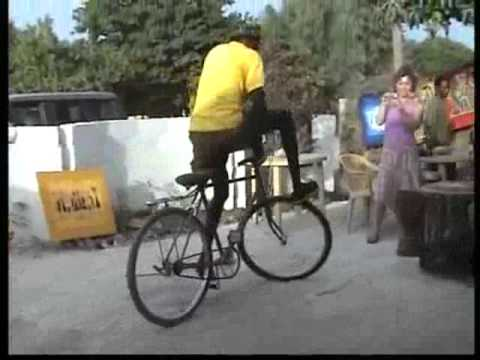 VnExpress   Màn biểu diễn đặc sắc trên chiếc xe đạp   Man bieu dien dac sac tren chiec xe dap