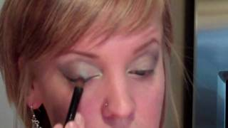 Bold Eye Shadow Look For Women Thumbnail