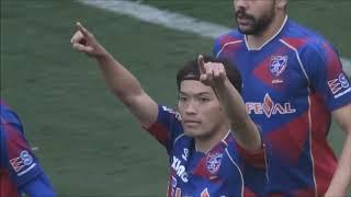 右45度からの強烈なシュートをGKがはじき、詰めた東 慶悟(FC東京)が決...