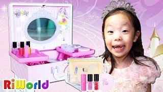 바르면 공주로 변하는 마법의 화장품 ? 리원이의 프리파라 라이팅 화장가방 장난감 놀이 Magic kids cosmetics.