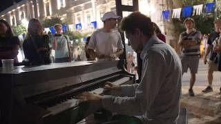 PUBLIC PIANO MEDLEY IN JERUSALEM with Street Musicians – THOMAS KRÜGER
