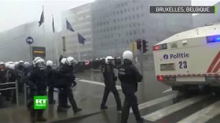 Heurts entre police et manifestants anti-immigration au pied de la Commission européenne