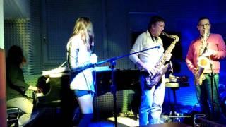 Amy Winehouse - Valerie Live Jazz Version (Cover)