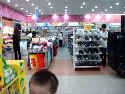 Quốc Thắng tại siêu thị Coopmart .