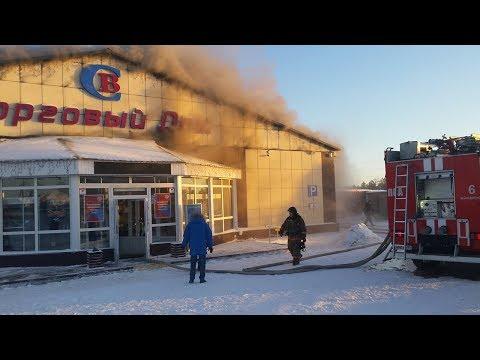 В Муравленко вспыхнул торговый центр