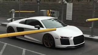 Audi R8 gets in parking without *PAYING*
