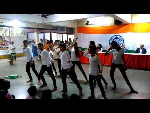 Hum logo ko smaj sako to dance done at se international school