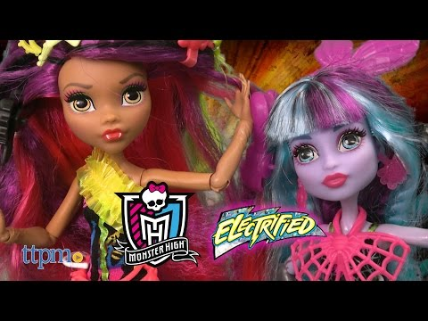 Monster High Electrified Monsterous Hair Ghouls Clawdeen Wolf & Twyla from Mattel