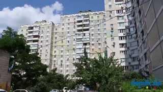 Александра Мишуги, 1/4 Киев видео обзор(Улица Александра Мишуги, 1/4. 16-этажный панельный дом 1998 года постройки. Двор просторный и озеленённый. В..., 2014-09-21T13:04:09.000Z)
