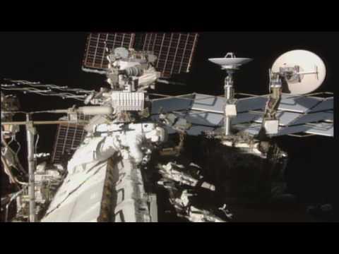 astronautas de la nasa realizan caminata espacial