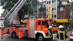Baukran stürzt auf Wohnhaus in Wedel