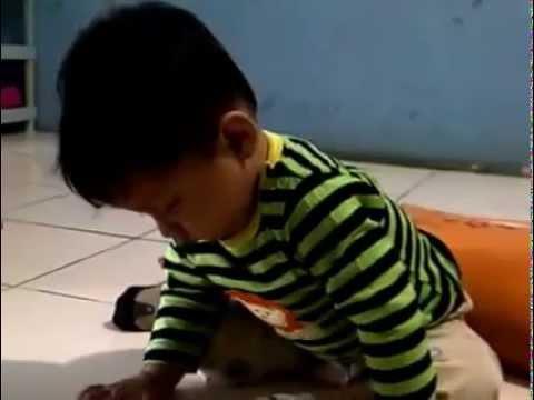 video lucu  banget bayi tidur sambil duduk 2015