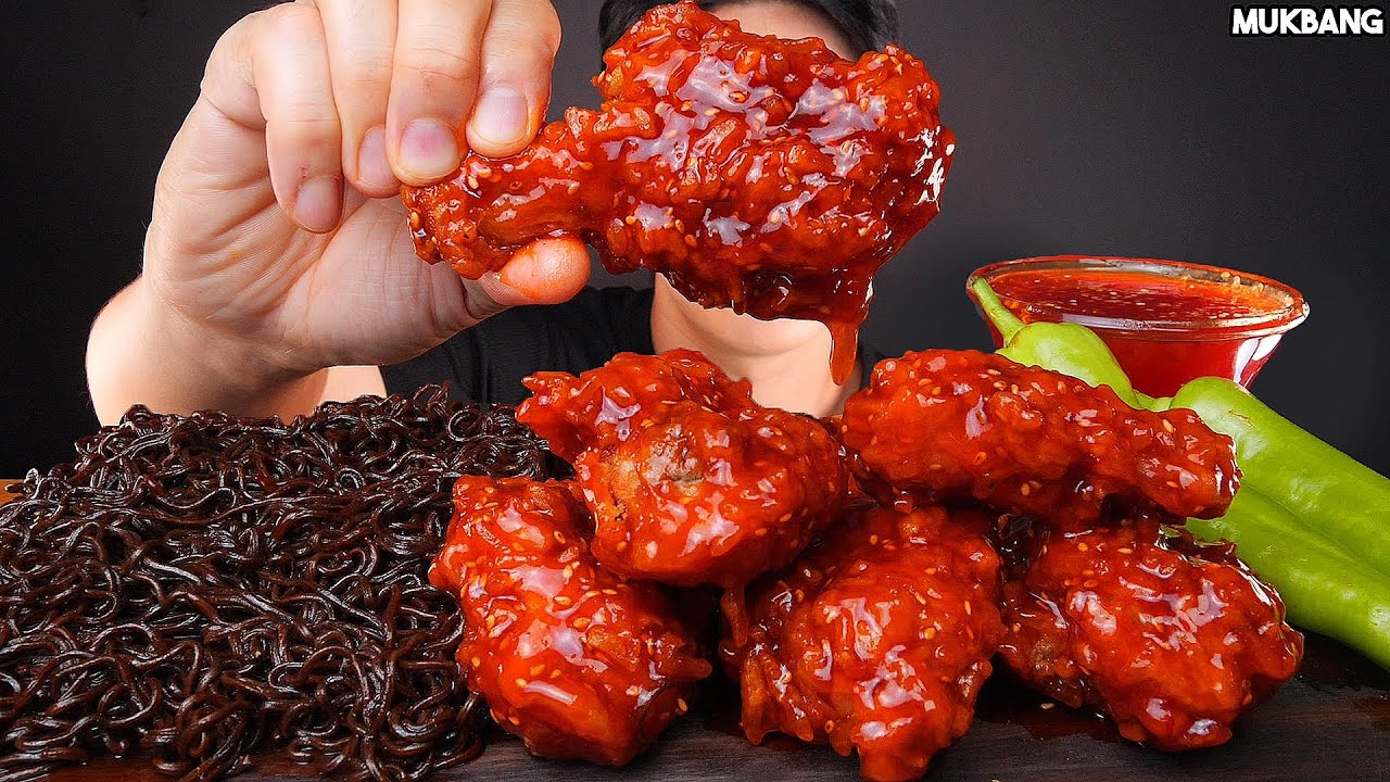 ASMR MUKBANG | GHOST PEPPER NOODLES 🌶 SPICY CHICKEN EATING SOUND 고스트페퍼 라면 고추 불닭 치킨 양념 소스 듬뿍! 먹방