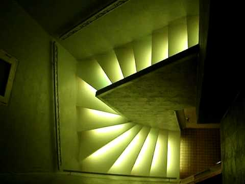 escalier en bande led vu de haut youtube. Black Bedroom Furniture Sets. Home Design Ideas
