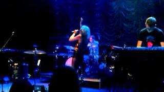 Ellie Goulding - Little Dreams (Live @ 9:30 Club Washington DC) 25 July 2011