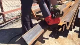 Как правильно разрезать большой уголок болгаркой(Уголок 125*125*8 мм., 2016-06-01T16:24:44.000Z)