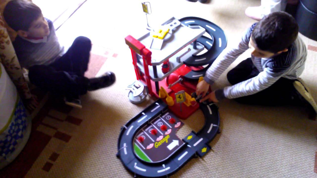Garage Parking Stop >> Burago - Ferrari 1/43 Race & Play Parking Garage With 2 ...