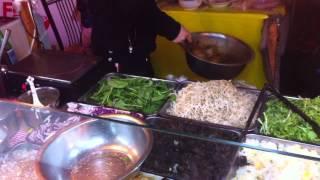 Китаец нам готовит салат