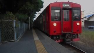 筑肥線普通列車・虹ノ松原駅に到着