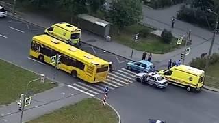 Автомобиль сбил велосипедиста на пешеходном переходе. 11 августа 2018