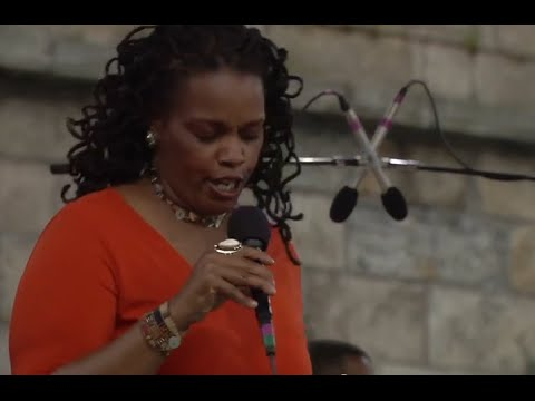 Dianne Reeves - In Your Eyes (cont'd) - 8/12/2000 - Newport Jazz Festival (Official)
