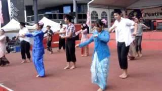 Malay Dance Performance: Joget Toleh Menoleh