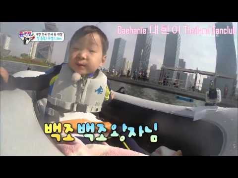 Daehanie sing a song on Boat