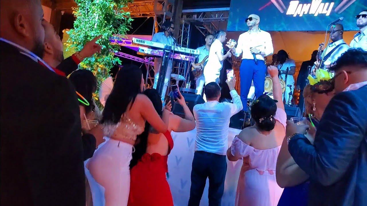 Download Fiesta de la Boda de enmanuel con Alajaza y Fernando villalona ya se habia Marchado Por todo lo alto