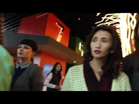 stivens-smotret-devushka-poteet-video