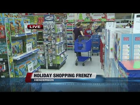 Thanksgiving Shoppers At Toys R Us And Outlet Mall