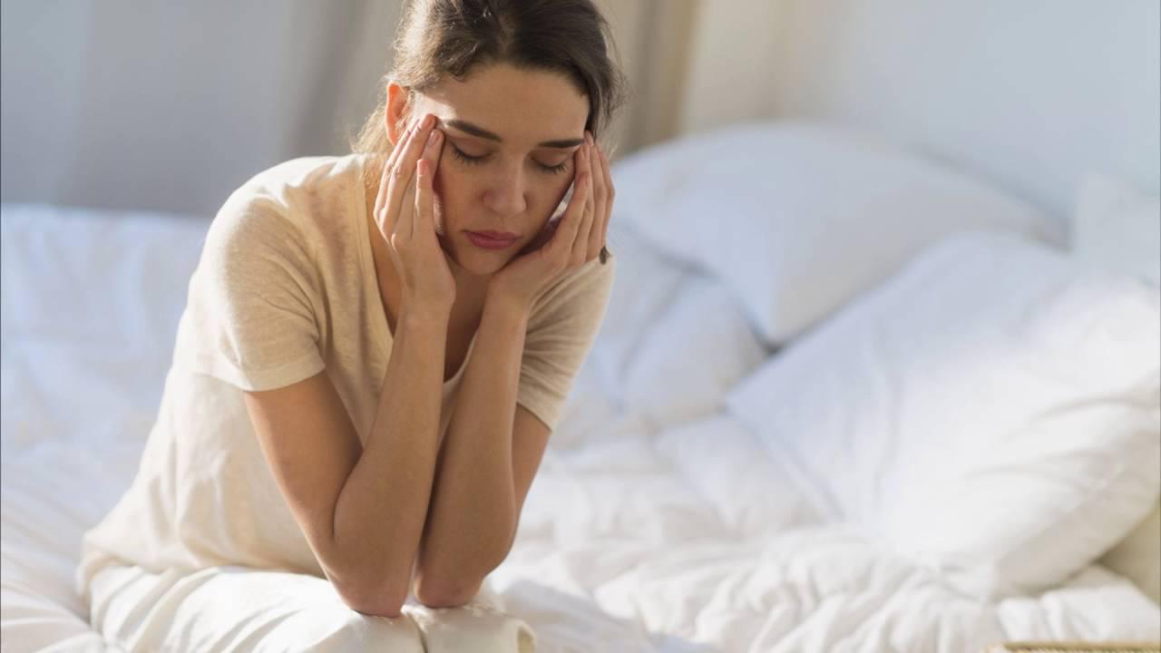 От чего болит голова утром кровянистые выделения в первом триместре но живот не болит