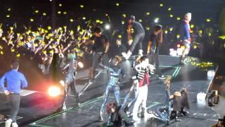 Video Big Bang Alive Tour in Singapore -Fantastic Baby download MP3, 3GP, MP4, WEBM, AVI, FLV Juli 2018