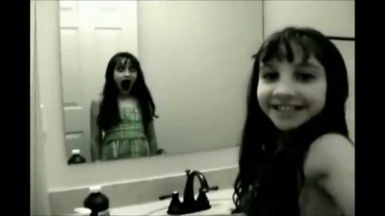 鏡に映った怖い画像