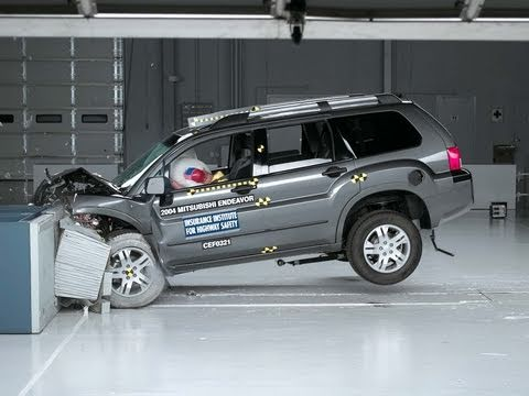 2004 Mitsubishi Endeavor Moderate Overlap IIHS Crash Test