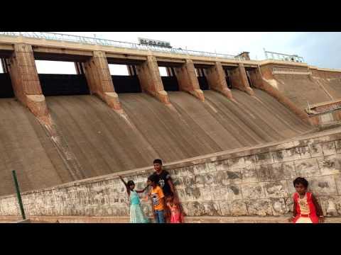 Vaigai Dam in summer vacation day
