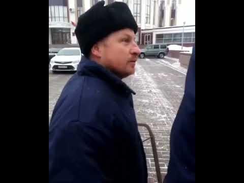 Мужчина с сохой у администрации Тамбовской области