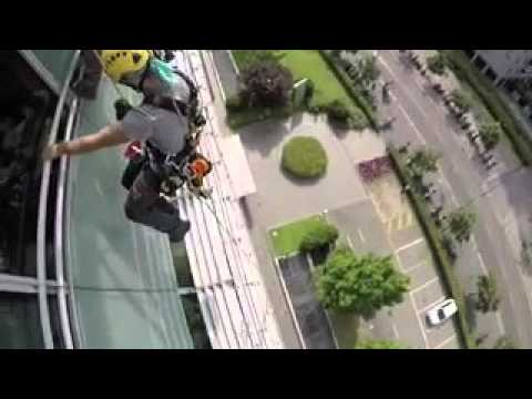Milano Lavaggio vetri in fune - Rope Access Cleaning